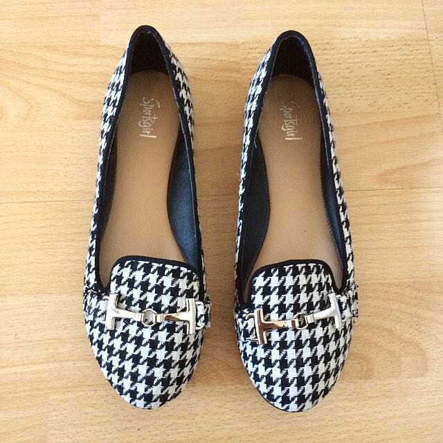Sportsgirl black and white checkered shoes Size 5.