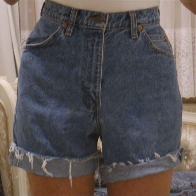 Vintage Levi cut Off Shorts Size 6-8