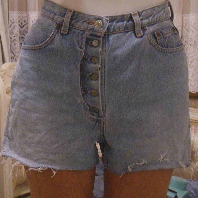 Vintage Levis cut off denim shorts Size 6-8