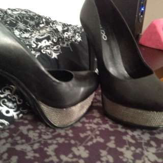Black And silver heels 😍😘