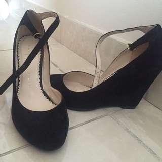 Suede heels Size 7