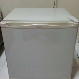 *RESERVED* Toshiba GR-E50S Mini Fridge/Freezer