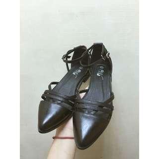 黑色尖頭平底涼鞋