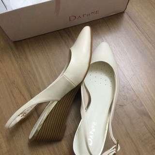 Daphne White Wedges/heels/pump