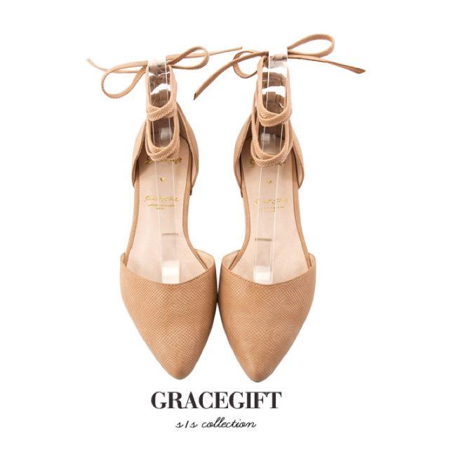 轉賣全新24號 Grace gift-蛇紋尖頭綁帶平底鞋 杏