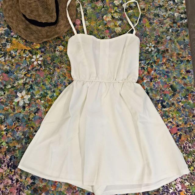 白色細肩帶洋裝(內有短褲)