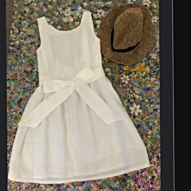 白色麻料材質洋裝