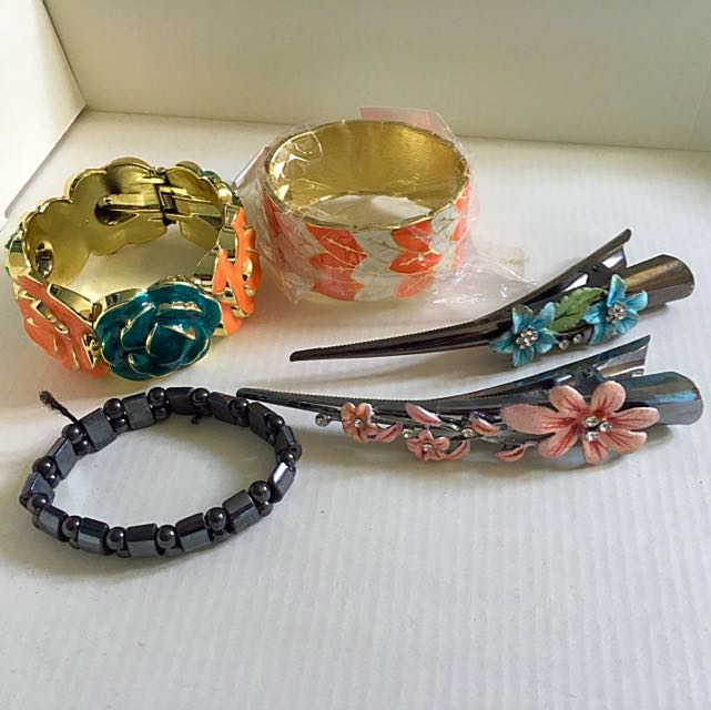 Accessories (2 Hair Clips And 3 Bracelets)