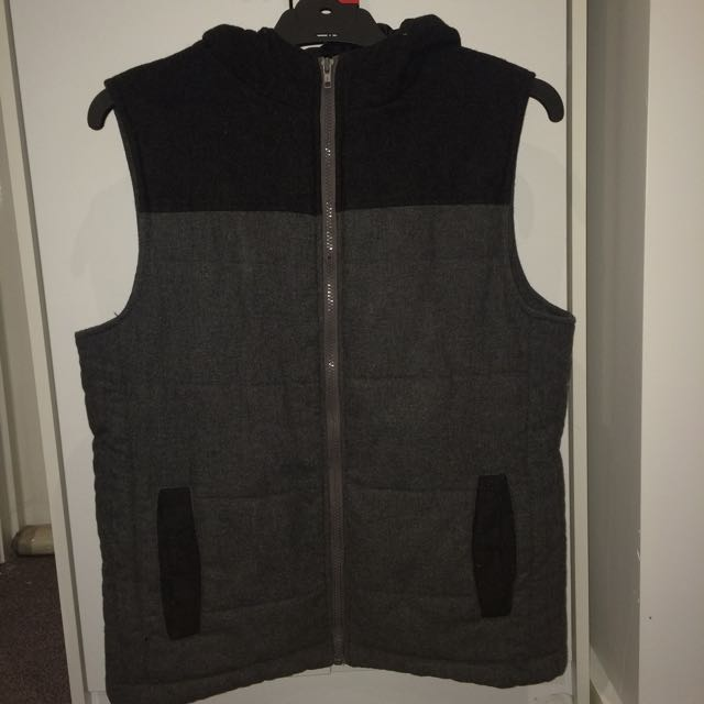🔴Grey/black Hoodie Vest From Roger David (Stray)🔴