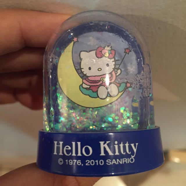 Hello Kitty Snow Globe