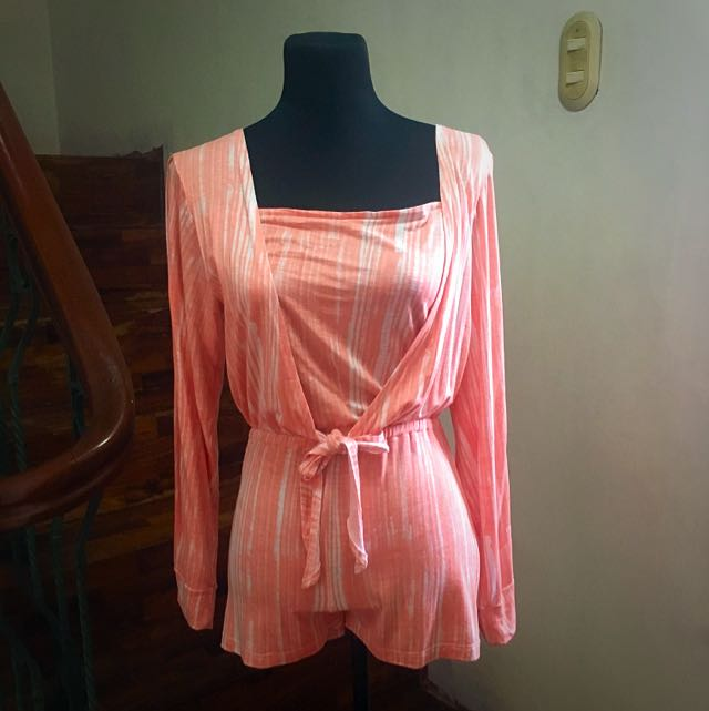 Pink long sleeves with slit romper from Seventeen