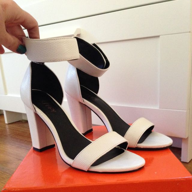 Therapy White Heels US8