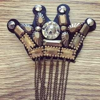 韓國 皇冠 流蘇 卯釘 黑色 別針