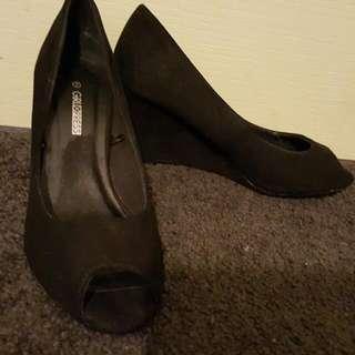 Size 7 Wedge Peeptoe Shoes