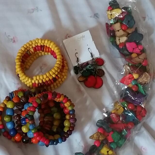 2 Bracelets, Earrings & Necklace