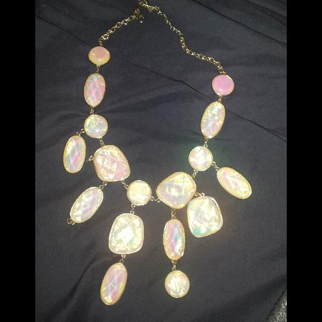 BEAUTIFUL GEM NECKLACE