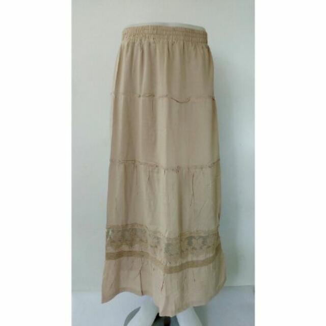 Rok panjang Merk details size XL warna krem