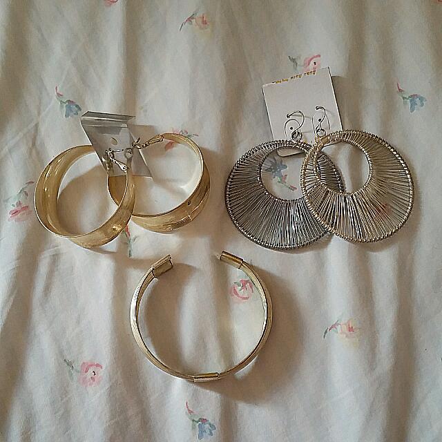 2 Pair Earrings And Bracelet