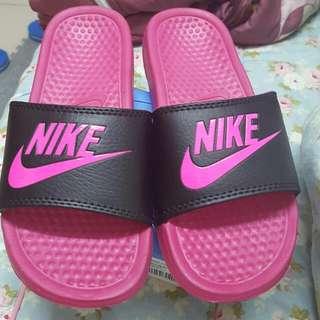 Nike 桃紅色拖鞋-36號