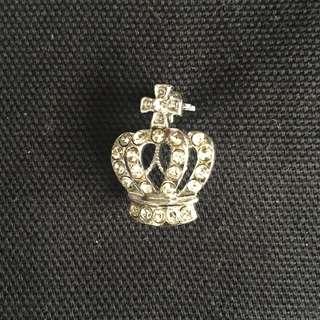 Crown pin (brooch)