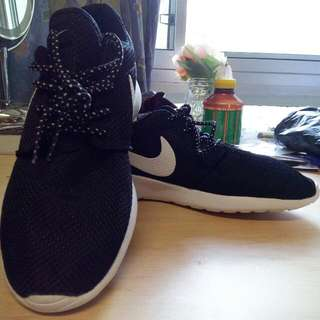 Pending *** Nike Running Shoes S9