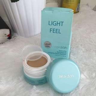 WARDAH FOUNDATION light feel - 02 light beige