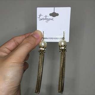 珍珠垂吊耳環