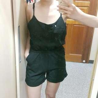 黑色連身口袋短褲