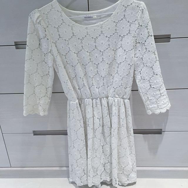 純白縮腰蕾絲絲洋裝