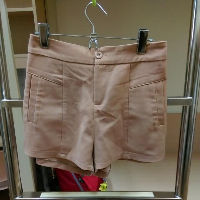 粉膚色西裝短褲