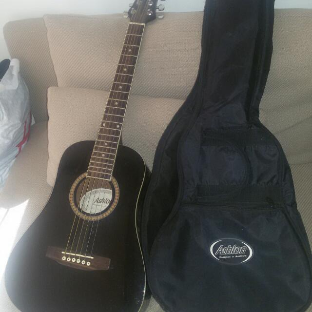 Ashton Acoustic Guitar - Capo And Bag Included!!