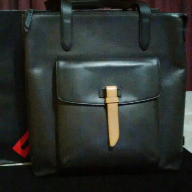 REPRICED !! Authentic TUMI Tote Bag Leather, Unisex
