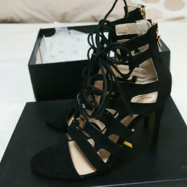 Kim Kardashian shoee/highhells