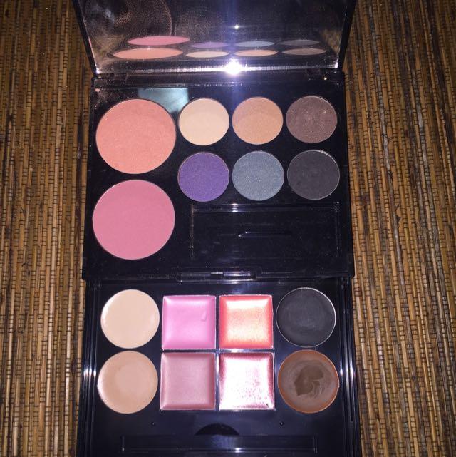 NUTRIMETICS Eyeshadow, Blush And Gloss Pallet