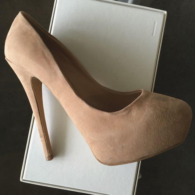Tony Bianco Size 7 Nude Suede Heels