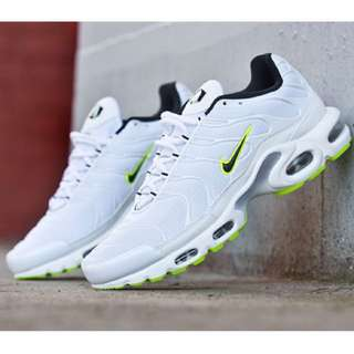 WANT TO BUY NIKE TNS WHITE/GREEN