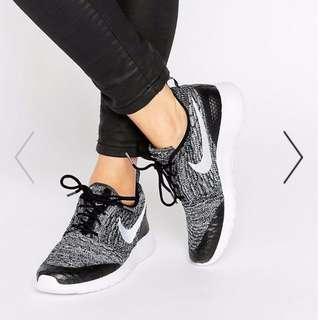 Nike Roshe Black & White Fly Knit Sneakers