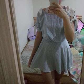 蝴蝶結綁帶露肩藍點點洋裝