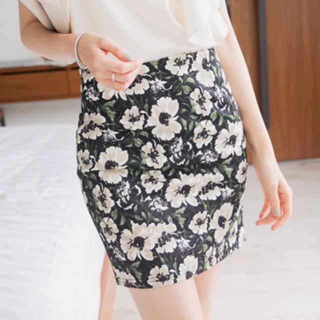 挑戰性感美-南洋風窄裙