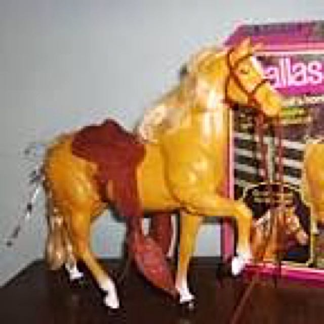Barbie Dallas Palomino Horse
