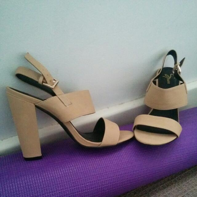 Nude Heels Size 9 (Can Fit 8)