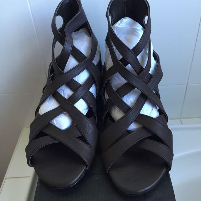 Urge Sandals 38