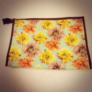 【90% New】NaRaYa Cosmetic Bag (Large)