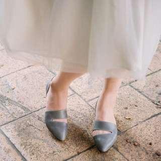LiLi Jan_【非典型時尚】開岔個性低跟鞋/ 蠟感灰 25