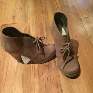 Brown Thick Heeled Shoes