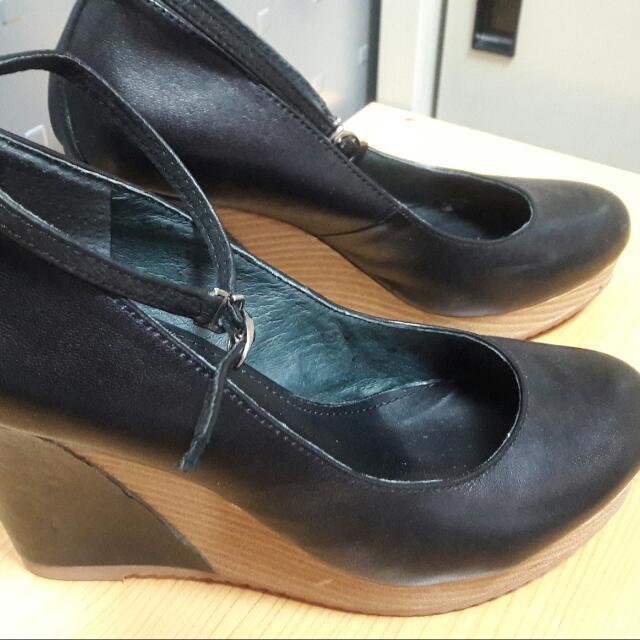 保存超好的高跟鞋,現在没辦法穿高一點的鞋子,只好割愛了,尋找有緣人