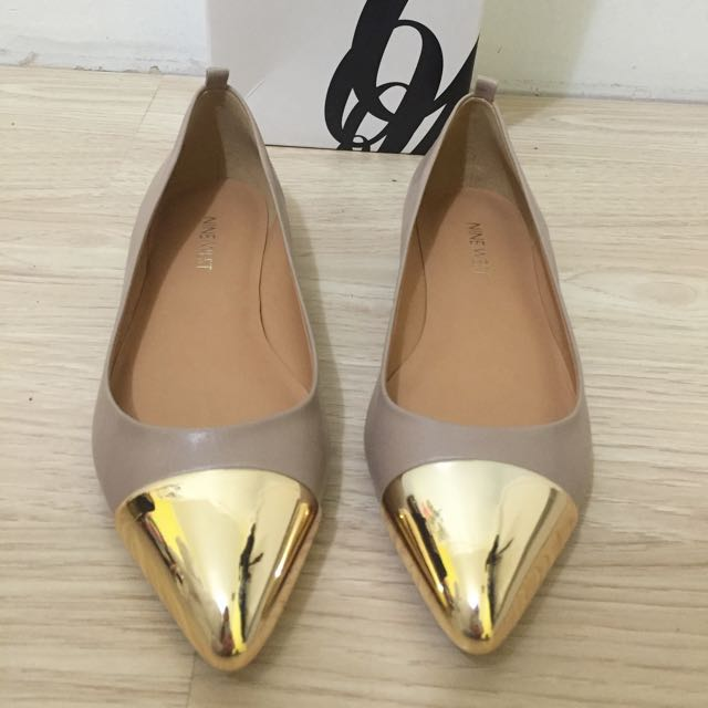 Brand New Nine West Nude Flats Pumps Size 6