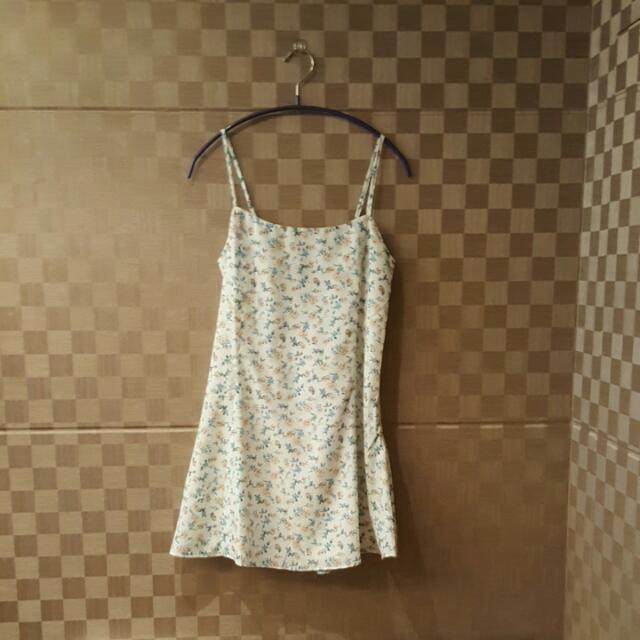 Pazzo_小碎花美背肩帶傘狀洋裝 #我的旋轉衣櫃