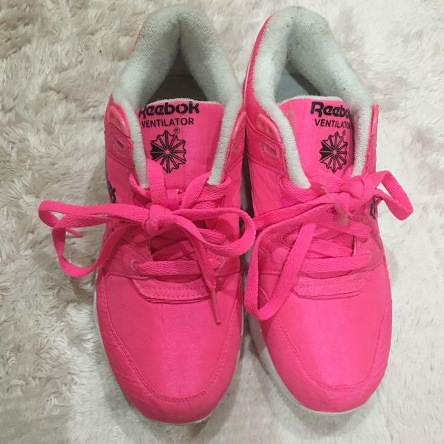 Reebok螢光桃運動鞋