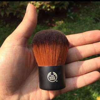 BODY SHOP kabuki brush